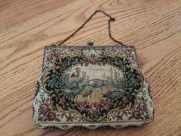 Purse - Nice small antique/vintage purse for the collector?
