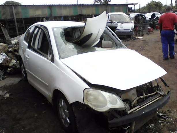 We're stripping this '08 VW Polo Classic 1.6 for spares! Empangeni - image 2