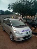Very clean 2004 tokunbo Toyota previa