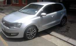 2013 Vw polo 6 silver in color 1.6 confortline