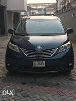 Toyota Sienna 2011 (Full Option)
