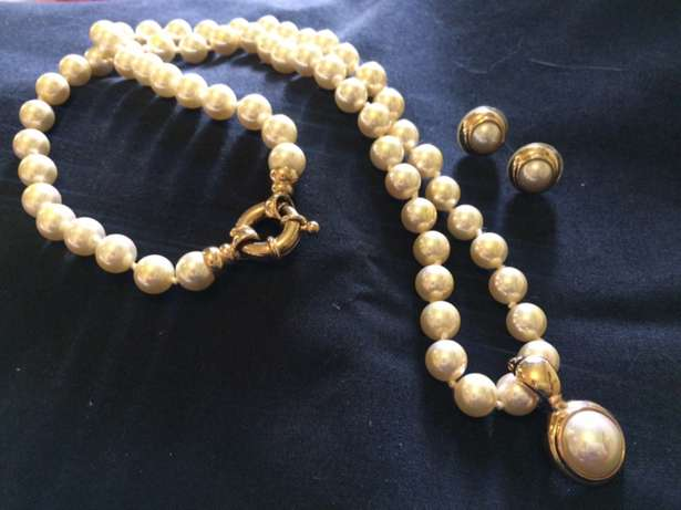 Synthetic Pearl Necklace Earring Set Bloemfontein - image 1