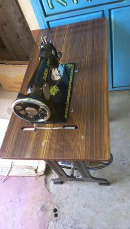 Sewing machines on good price.different machines with its price Githurai - image 4