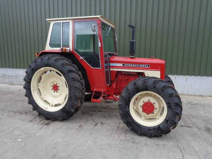 International 674 4wd Tractor - 1970