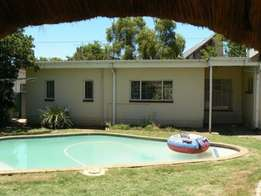 Huge 1 Bedroom Garden Flat - Rietfontein
