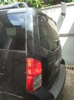 Black Nissan pathfinder in good condition for sale