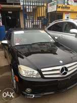 Clean 2008 Mercedez Benz C300, Color: Black, Cylinder: 6plugs