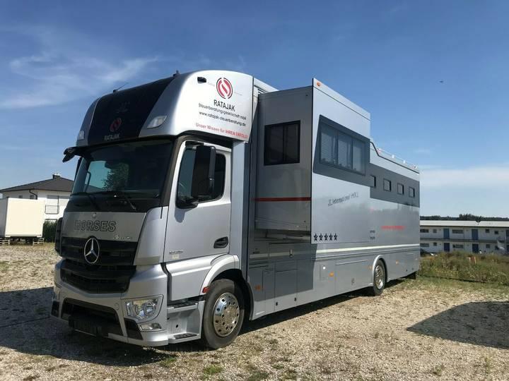 Mercedes-Benz Pferdetransporter - 2015