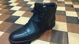 a YUSTUS pure leather lace up side zipper boot size 43(uk 9)