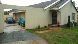 3 bedroom house for sale in lenasia south ext 1 R685 000