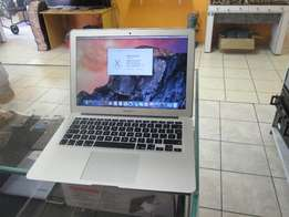 In Mint Condition 2015 Apple Macbook Air 13 Core i5 4GB 128GB HDD