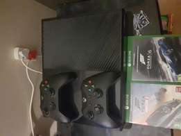 Xbox one 500GB with 2 controllers and 2 games