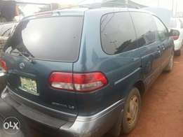 Toyota Sienna first body 2002
