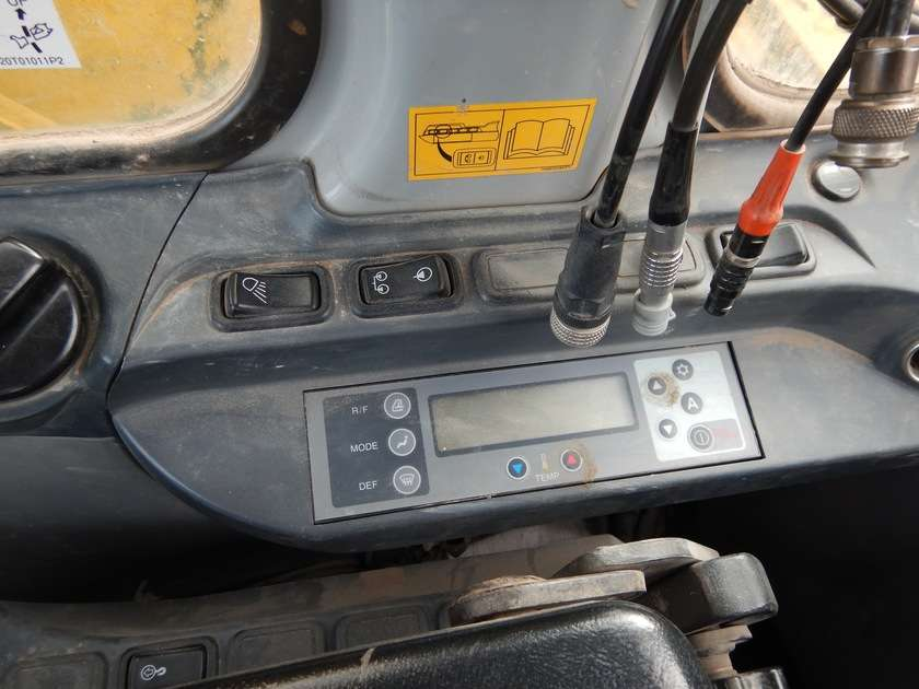New Holland E135BSR-2 - 2009 - image 58