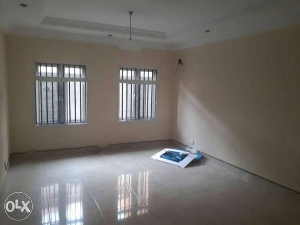 Clean and spacious 2bed service flat in U3 estate lekki right to let Lekki Phase 1 - image 4