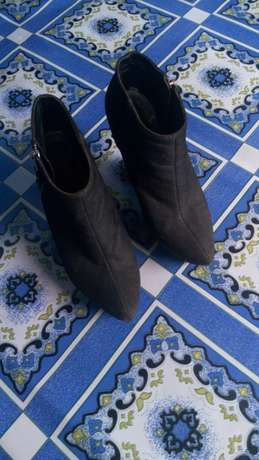 Ladies black wedge boot shoe on sale.. Muranga Town - image 3