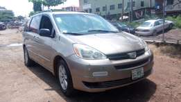 2005 Toyota Sienna Registered