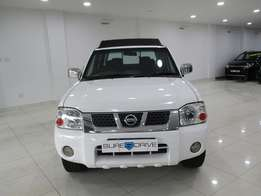 2010 Nissan Hardbody np300 2.4 4x4 for sale