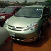 NIGERIAN USED Toyota Sienna, 2007/08. Very Okay.