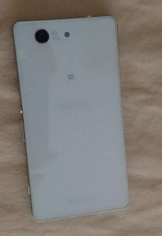 Xperia Z3 compact 6 months old, female owner Lavington - image 2