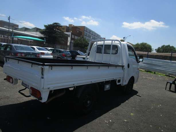 Hyundai H100 2.6 2013 model with 2 doors Johannesburg CBD - image 5