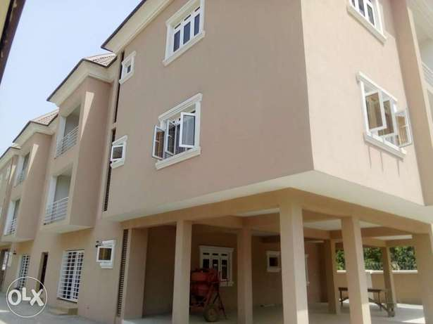 2bedroom apartment located at mabushi by Mobil filling station Wuse 2 - image 1