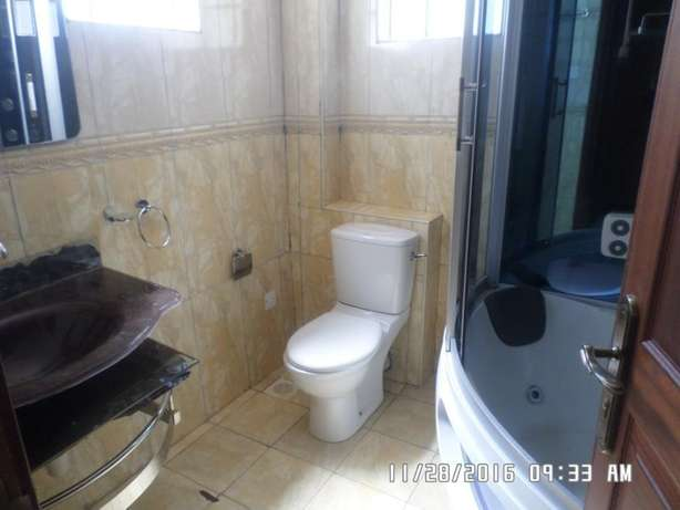 A 4 bed, all en-suite townhouse with 2 SQs in Lavington green for rent Lavington - image 6