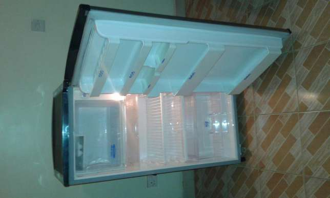 LG fridge with large freezer Kilimani - image 2