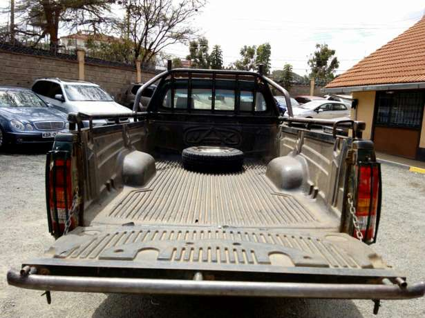 Affordable toyota Hilux 2008 Hurlingham - image 5