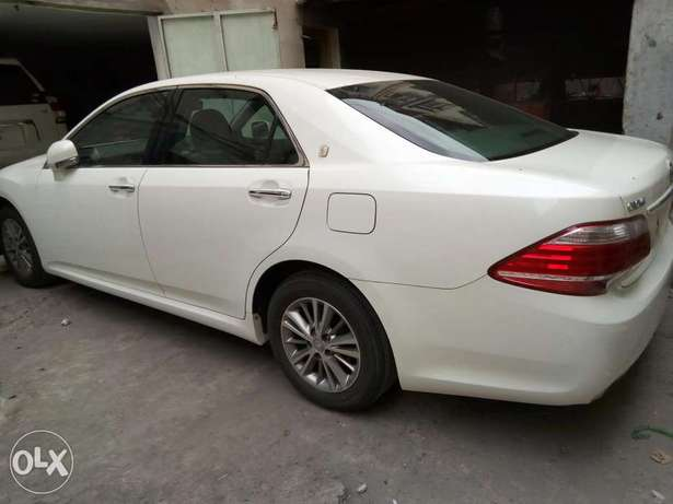 Crown Royal saloon pearl white just arrived Mombasa Island - image 4