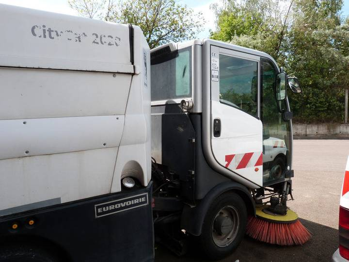 City EUROVOIRIE -  cat 2020 road sweeper for sale by auction - 2011