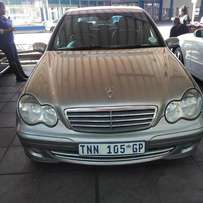 Month end Special: 2006 Mercedes benz c180 auto for R 75000.00