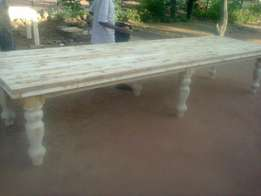 Tables Benches Servers