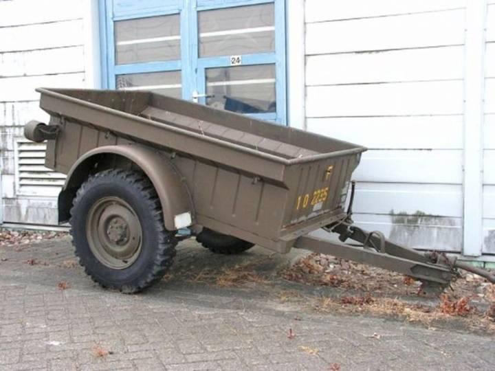 Jeep M 100