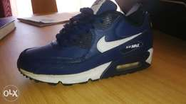 white & navy blue air max's 4.5 - R500