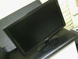 Very neat condition Mecer 24 inch LCD monitor - R700 neg