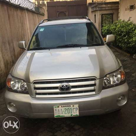 Few months used Toyota Highlander 3seater for grabs Amuwo Odofin - image 1