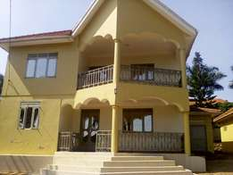 Asix bedroomed house standalone for rent in Mutungo