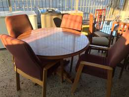 Round conference/dining table
