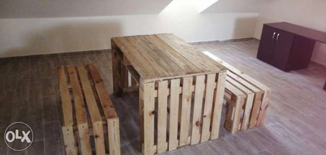 Pallets table with banches indoor طاولة طبالي مع مقعد