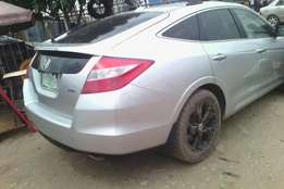 Honda crosstour full option