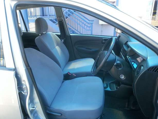 2006 Daihatsu Charade 1.0 CX Automatic for only R 45,990.00 Rosettenville - image 6