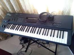 Yamaha SY 85 Workstation (with casing, power pack and e-manual)