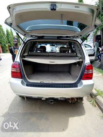 Toyota Highlander 2003 Model Very Clean Naija Used Perfectly Condition Ikeja - image 3