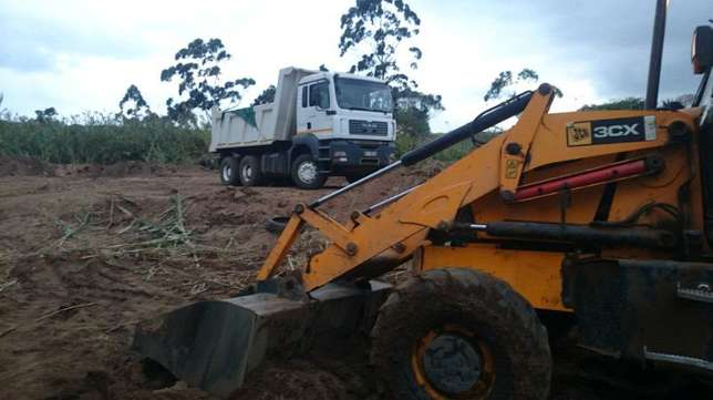 Bobcat for hire with 6m truck for only R750, 00 per load minimum of Bayhead - image 6