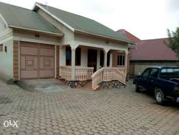 Quick 3bedrooms house and 2bosquter on sale