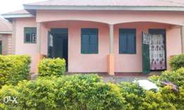 Double rooms for rent in bweyogere butto near the main road