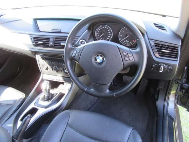 BMW x1 sDrive2.0i A/T-- Full agent service history Kuils River - image 5