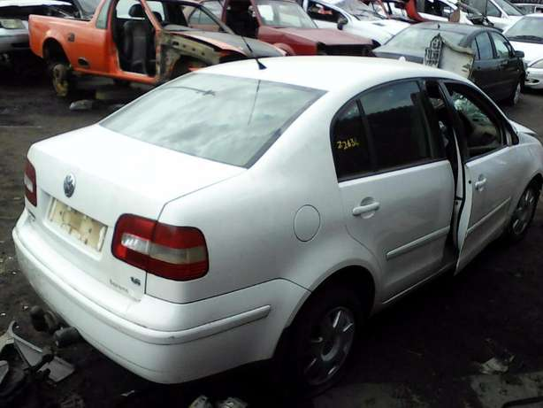 We're stripping this '08 VW Polo Classic 1.6 for spares! Empangeni - image 3