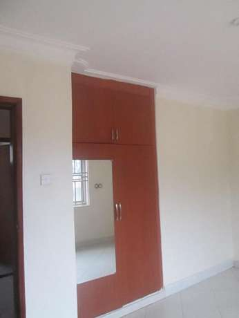 A well planed 2bedroomed apartment in kisaasi at 500k Kampala - image 5